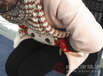 宫寒的女性会有白带增多、腰酸背痛