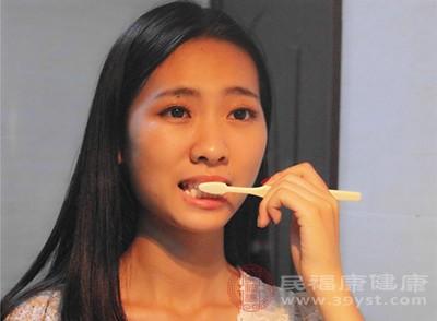错误的刷牙方式