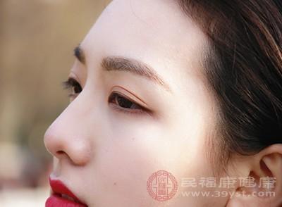 眼睛肿可以说是很常见的一种症状