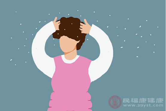 人們出現的頭皮屑多原因與皮脂分泌旺盛、微生態失衡等有關