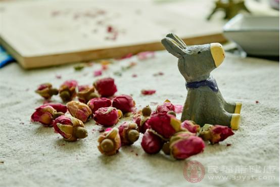 玫瑰花泡水喝的功效与作用有哪些