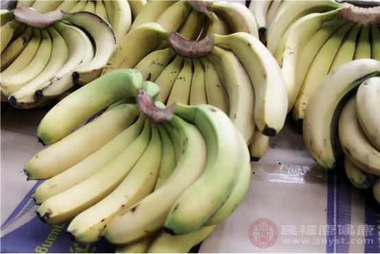 香蕉是在我們周圍比較常見的水果