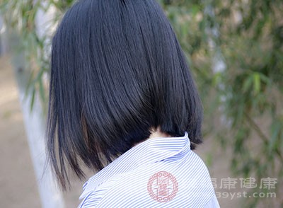 对于天生就是油性皮肤的人来说,大家应该要做到两天清洗一次头发