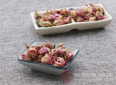 玫瑰花带有一股浓烈的花香,服用之后能够很好的改善口臭的情况