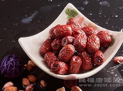 将红枣熬粥服用,能够很好的起到安神助眠的作用