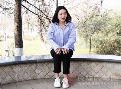 久坐不动很有可能会让人的肌肉长期处于紧张状态