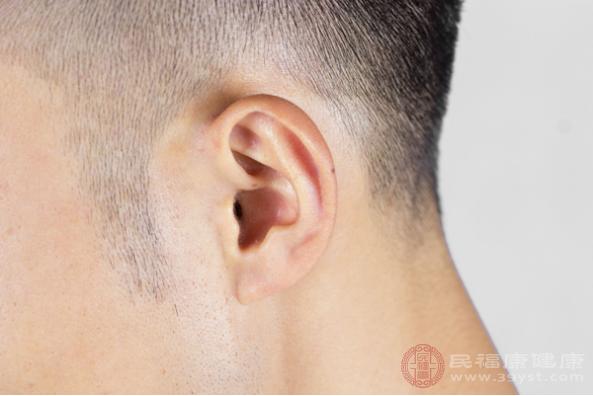 耳鳴發生的原因包括聽力損傷、藥物因素、精神因素、外耳道損傷、中耳炎等