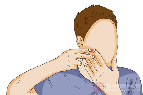 臉上長痘痘的人應該先回想最近的食物種類和檢查皮膚情況