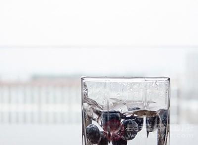 蓝莓半斤、酸奶、蜂蜜、白糖、橙汁、凉开水适量