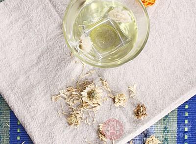 菊花茶是一種比較好的降火良藥