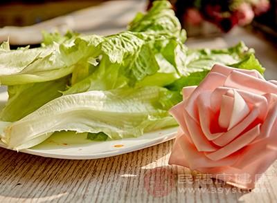 生菜屬于堿性類食品,可以和谷類、肉類等酸性物質發生化學反應