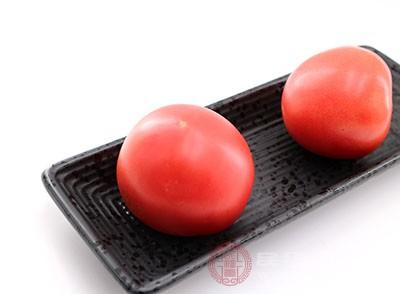 西紅柿中所含西紅柿紅素能夠預防心血管疾病的發生