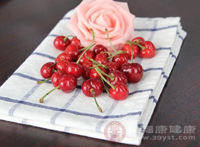 樱桃味甘酸,其性温,解毒是其基本功能