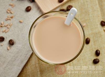 现在很多奶茶在制作的时候,都是会加入一些咖啡因的