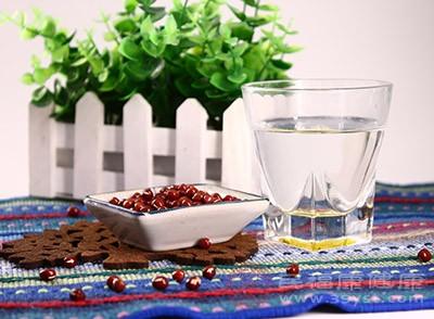 在平时适当的吃红豆能够起到利尿的效果