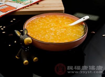 经常被腹泻困扰的人,在平时需要多多喝粥