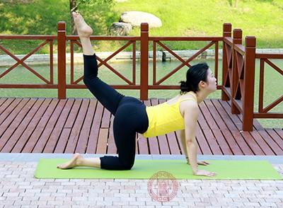 女性適當的瑜伽鍛煉,可以讓呼吸變得更加平和以及有規律