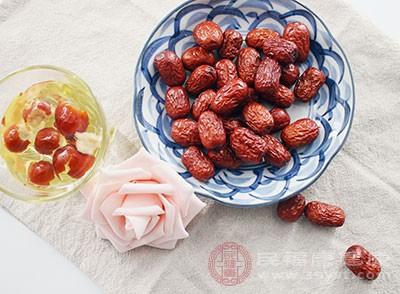 红枣中含有很丰富的维生素