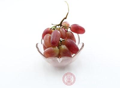 葡萄可以有效清除肝脏和肠胃里面的垃圾毒素
