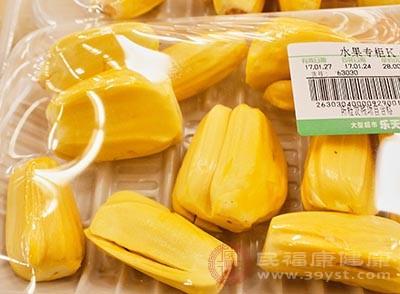 菠萝蜜这种水果中含有大量的蛋白酶
