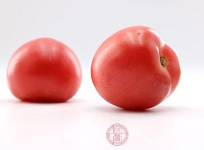 西红柿即番茄,含有丰富的胡萝卜素、维生素C和B族维生素