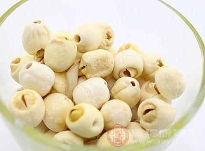 有一些药理研究显示,莲子里面含有丰富的淀粉和棉子糖