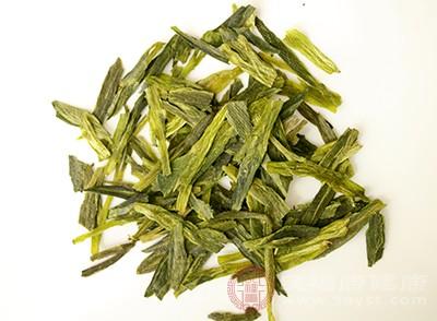 许多人都认为茶能解酒