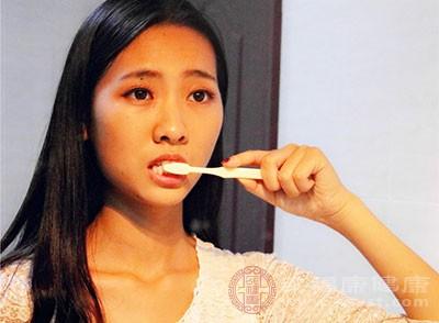 牙周炎的病因 有偏嚼习惯会引起这个病