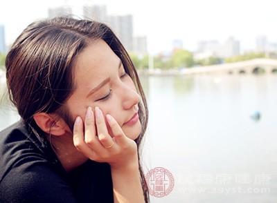 熬夜的危害通常是為了防止臉上長斑點。