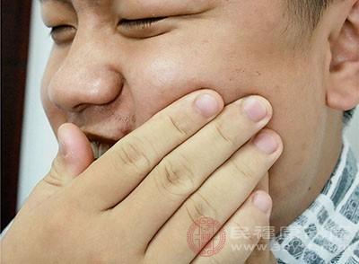 牙龈肿痛怎么办 含冰块可以解决这个问题