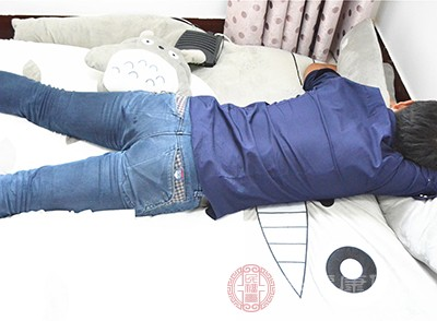 落枕的原因 肌肉扭傷會引起這個后果