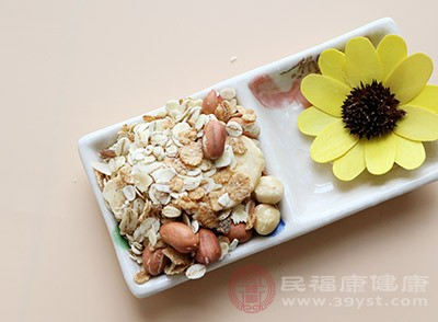 你吃什么治疗老年痴呆症?经常吃小米可以缓解疾病[什么可以缓解老年痴呆症]