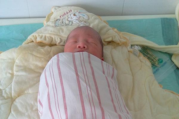 宝宝刚出生的时候,需要进行各项检查,确保宝宝是健康的