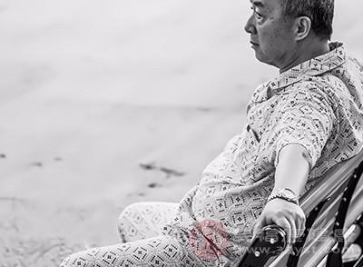 老年人头痛的原因:用温水泡脚可以缓解这种情况[用温水泡脚的