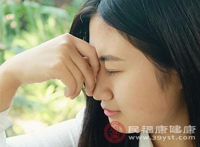 如何治疗头痛?经常按摩头部来缓解这种症状[按摩头部来缓解头痛]