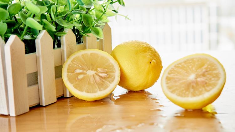 柠我没害怕檬是什么她实在想不到々 柠檬水的功↑效与禁忌是什么
