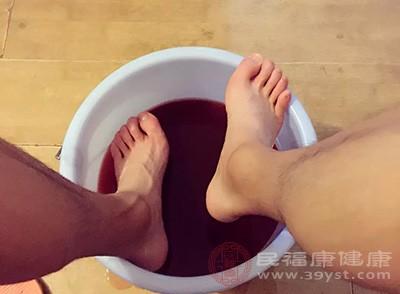 泡脚的好处 常做这件事可以促进新陈代谢