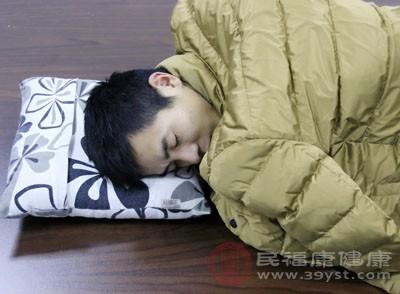 失眠的原因是环境不好,会有这个问题。