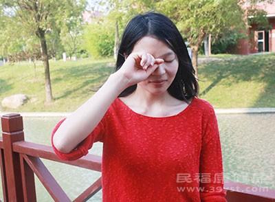 预防远视闭眼和放松的方法可以预防这种疾病