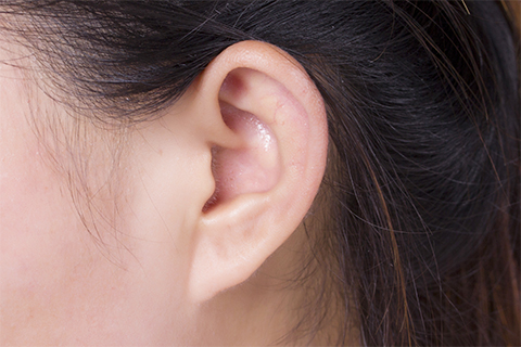 耳朵里面嗡嗡响一般都是耳鸣引起的
