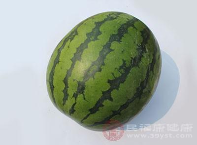 头晕吃什么好 吃西瓜可以缓解这种症状
