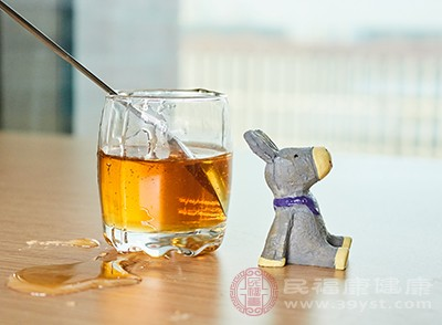 晚上喝蜂蜜水好吗 这个时间不建议喝蜂蜜水
